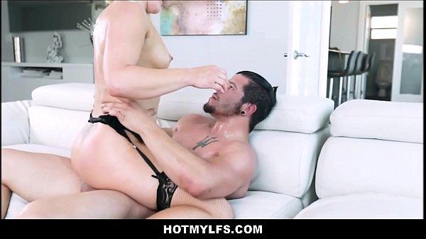 garce infidèle se faisant baiser